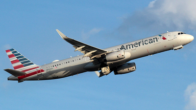 A picture of N934AA - Airbus A321231 - American Airlines - © J.R.Quiñonez