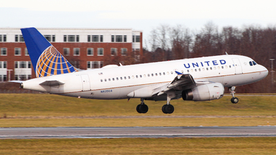 A picture of N835UA - Airbus A319131 - United Airlines - © Simon B