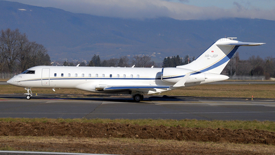 HB-JGP - Bombardier BD-700-1A10 Global Express XRS - ExecuJet Europe