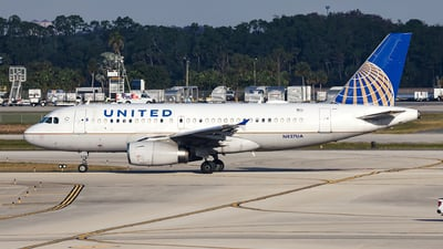 N827UA - Airbus A319-131 - United Airlines