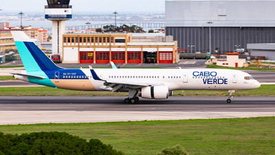 A picture of D4CCF - Boeing 757236 - Cabo Verde Airlines - © Carlos Miguel Seabra