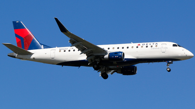 A picture of N242SY - Embraer E175LR - Delta Air Lines - © Alec Mollenhauer