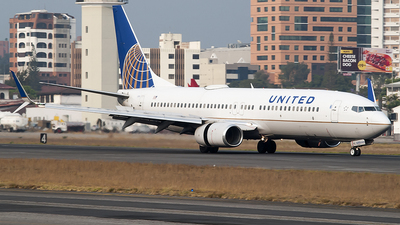 A picture of N37255 - Boeing 737824 - United Airlines - © Brian Boche