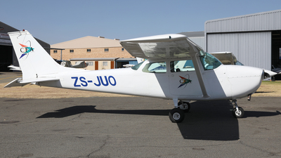 ZS-JUO - Cessna 172K Skyhawk - Central Flying Academy