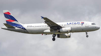 LV-HQI - Airbus A320-233 - LATAM Airlines