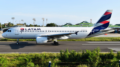 A picture of CCBAT - Airbus A320214 - LATAM Airlines - © Jeddy J Hooker