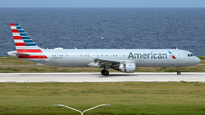 A picture of N197UW - Airbus A321211 - American Airlines - © Roger Cannegieter