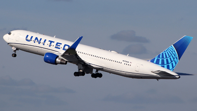 A picture of N670UA - Boeing 767322(ER) - United Airlines - © n94504