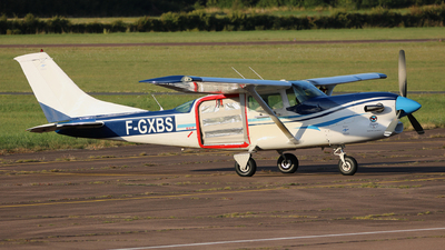 F-GXBS - Cessna U206G Stationair 6 - Private