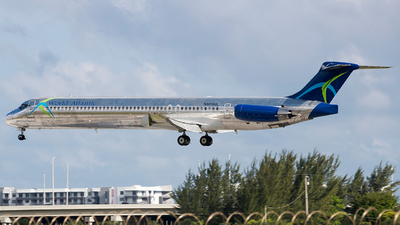 A picture of N801WA - McDonnell Douglas MD83 - World Atlantic Airlines - © Eric Page Lu