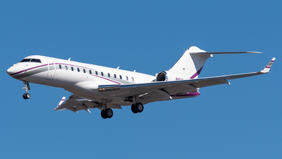 N8762M - Bombardier BD-700-1A10 Global Express - Private
