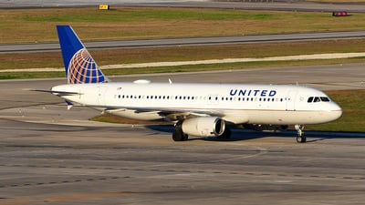 A picture of N410UA - Airbus A320232 - United Airlines - © Rocky Wang