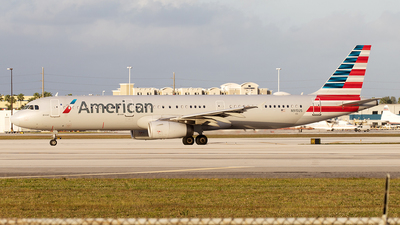 A picture of N915US - Airbus A321231 - American Airlines - © Yixin Chen