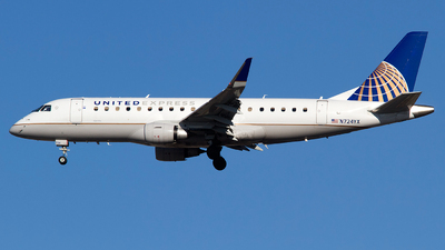 A picture of N724YX - Embraer E175LR - United Airlines - © Alex Brodkey