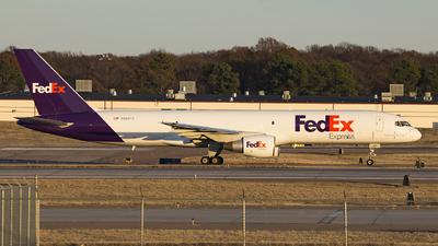 A picture of N989FD - Boeing 757231(SF) - [28480] - © JK zhong