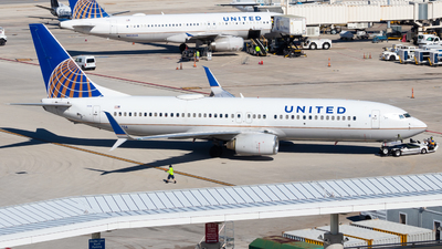 A picture of N14214 - Boeing 737824 - United Airlines - © Davin Amy