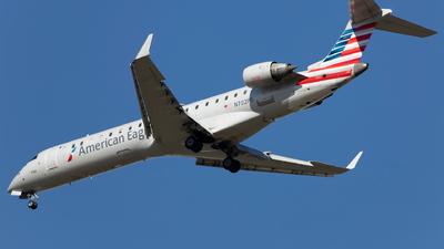 A picture of N702PS - Mitsubishi CRJ701ER - American Airlines - © SakaiWakana