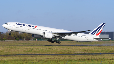 A picture of FGSQS - Boeing 777328(ER) - Air France - © guillaume fevrier