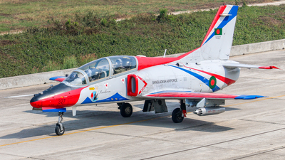 14327 - Hongdu K-8W Karokorum - Bangladesh - Air Force