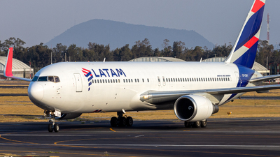A picture of CCCWY - Boeing 767316(ER) - LATAM Airlines - © Hans Bravo