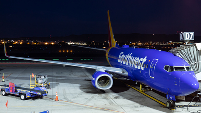 A picture of N415WN - Boeing 7377H4 - Southwest Airlines - © Saul Hannibal