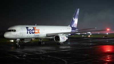 A picture of N967FD - Boeing 75728A(SF) - FedEx - © Cristian Quijano