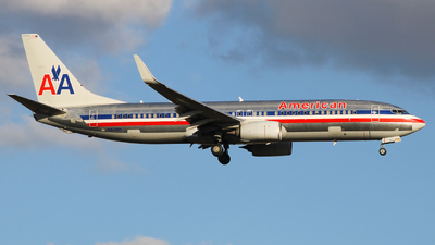 A picture of N921NN - Boeing 737823 - American Airlines - © JPG Compression Artefacts