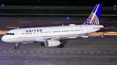 A picture of N422UA - Airbus A320232 - United Airlines - © Ennio