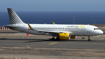 A picture of ECNCU - Airbus A320271N - Vueling - © Alfonso Solis