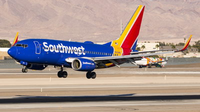 A picture of N405WN - Boeing 7377H4 - Southwest Airlines - © David Lee