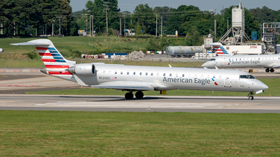 A picture of N520DC - Mitsubishi CRJ701ER - American Airlines - © Yan777