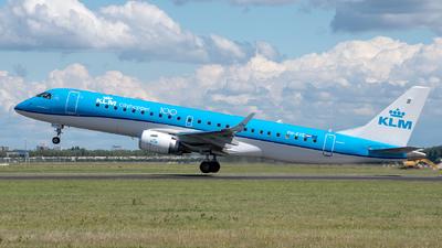 A picture of PHEXE - Embraer E190STD - KLM - © Pamela de Boer