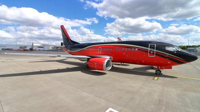 A picture of LYKDT - Boeing 737522 -  - © Fraser Murdoch