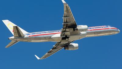 N690AA - Boeing 757-223 - American Airlines
