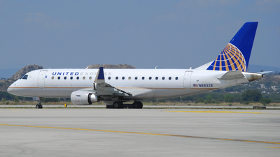 A picture of N88328 - Embraer E175LR - United Airlines - © Alejandro Aceves