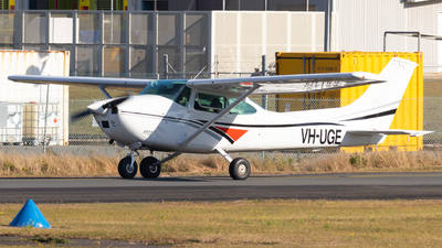 VH-UGE - Cessna 182P Skylane - Private