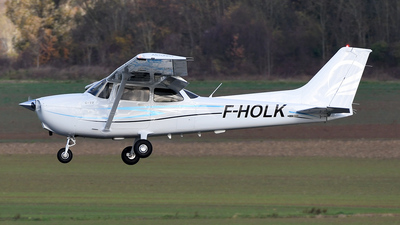 A picture of FHOLK - Cessna 172S Skyhawk SP - [172S12360] - © bruno muthelet