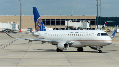 A picture of N88359 - Embraer E175LR - United Airlines - © Ennio