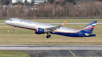 A picture of VPBKI - Airbus A321211 - Aeroflot - © Paul Buchröder