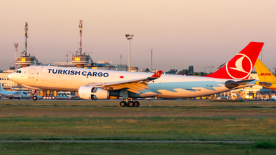 A picture of TCJDS - Airbus A330243F - Turkish Airlines - © srmark