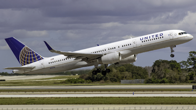 A picture of N12116 - Boeing 757224 - United Airlines - © Andrew Seong
