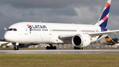 A picture of CCBGD - Boeing 7879 Dreamliner - LATAM Airlines - © Alexandre Fazan