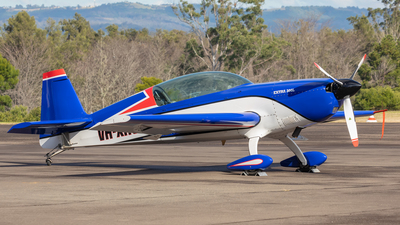 VH-XHO - Extra 300L - Private
