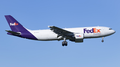 A picture of N691FE - Airbus A300F4605R - FedEx - © Eiki Watanabe