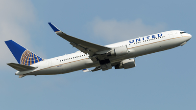 N673UA - Boeing 767-322(ER) - United Airlines