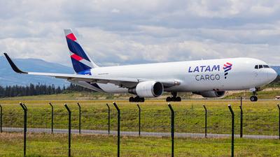 A picture of PRABD - Boeing 767316F(ER) - LATAM Cargo Chile - © Martin Blanco C