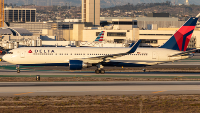 A picture of N199DN - Boeing 767332(ER) - Delta Air Lines - © Issac