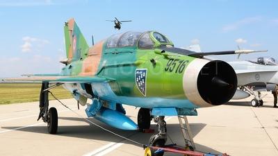 9516 - Mikoyan-Gurevich MiG-21UM Lancer B - Romania - Air Force