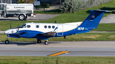 A picture of N75 - Beech 300 Super King Air -  - © Hector Rivera-HR Planespotter