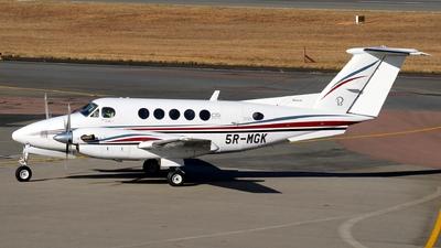 5R-MGK - Beechcraft B200 Super King Air - Private